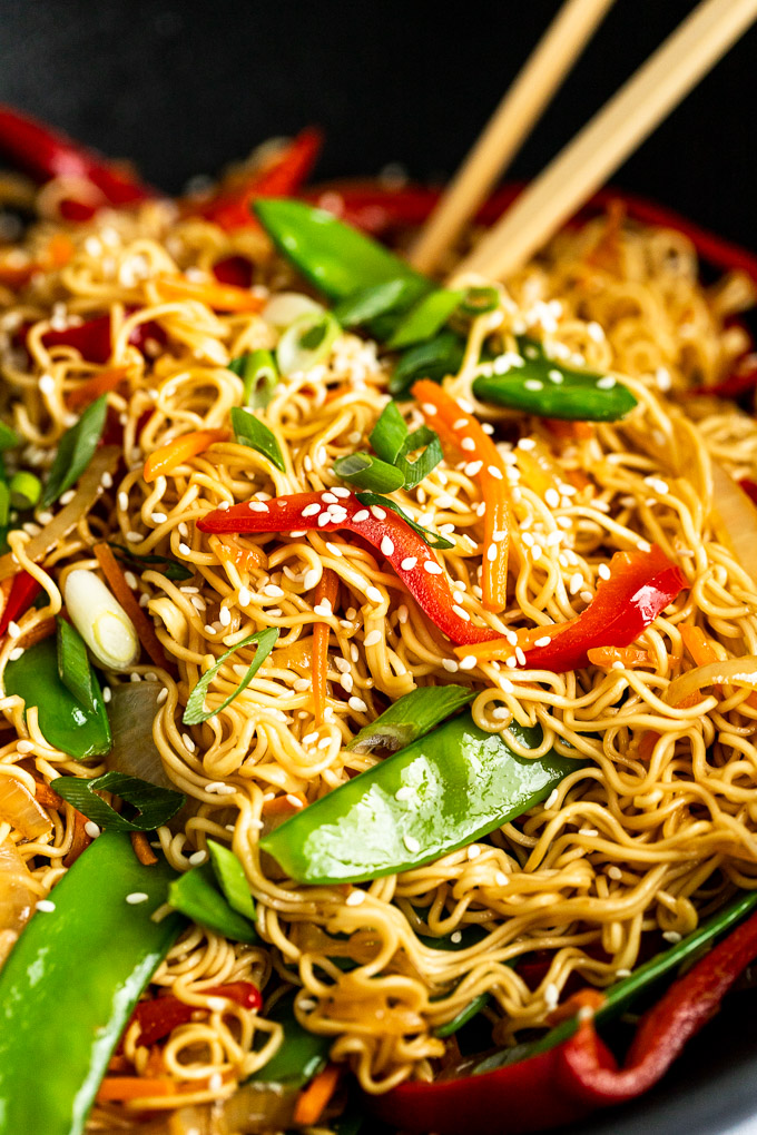 up close lo mein noodles and snow peas with red bell pepper
