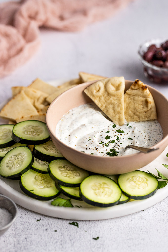 easy tzatziki sauce with pita and cucumbers